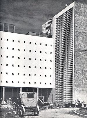 Brise-soleil do Instituto Vital Brasil em Niterói, Álvaro Vital Brazil e Ademar Marinho, 1942 [Brasil Builds, de Philip Goodwin, 1943]