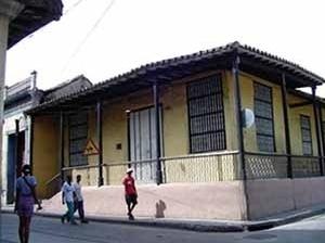 Foto 2: Casa da etapa colonial com fachada de corredor