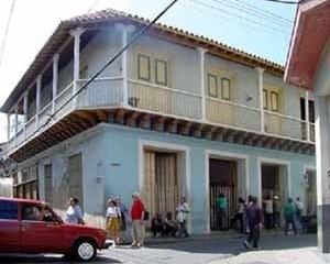 Foto 3: Casa da etapa colonial com fachada de balcões