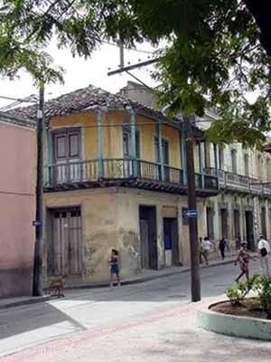 Foto 4: Vivienda etapa colonial con fachada de balconaje
