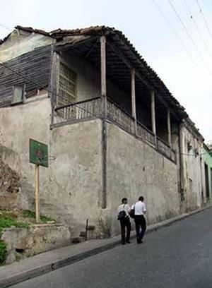 Foto 5: Vivienda etapa colonial con fachada de corredor