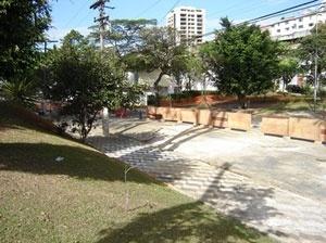 Caminho do córrego: praças Jacques Bellange e General Oliveira Álvares<br />Foto Vladimir Bartalini