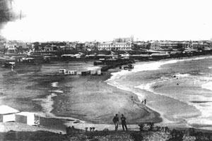 Imagen 2. Sector Bristol hacia 1900, donde puede apreciarse las casillas de los pescadores dispersas por la playa [Arquivo e Museu Histórico Municipal Roberto T. Barili]