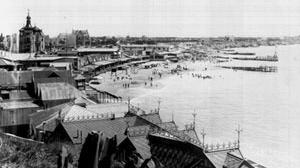 Imagem 11. Setor La Perla tirado do centro para o norte, por volta de 1930, onde se pode apreciar o desenvolvimento do bairro desde o gérmen costeiro [Arquivo e Museu Histórico Municipal Roberto T. Barili]