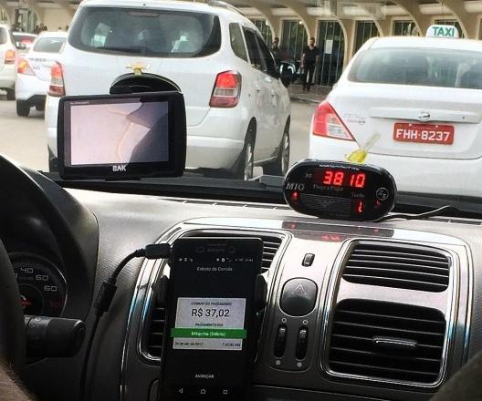 Fila de táxis no Aeroporto de Congonhas, São Paulo<br />Foto Abilio Guerra