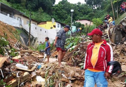Deslizamento de terra em Recife, 2016<br />Foto Sumaia Villela  [Agência Brasil]