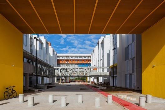 Conjunto Heliópolis Gleba G, São Paulo, 2011, arquitetos Artur Katchborian e Mario Biselli<br />Foto Nelson Kon