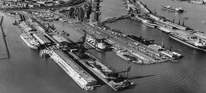 1. Antiga atividade portuária nas Docas Leste [www.west8.nl]