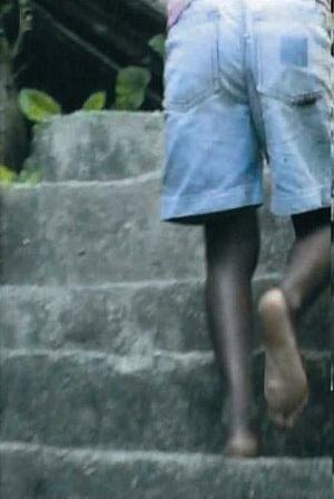 """Imagens retiradas do vídeo """"Quando o passo vira dança"""", Rio de Janeiro, 2002 <www.youtube.com><br />Fotos Pedro Seiblitz"""