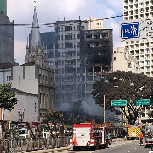 Escombros do Edifício Wilton Paes de Almeida no centro novo de São Paulo, projeto do arquiteto Roger Zmekhol<br />Foto Abilio Guerra