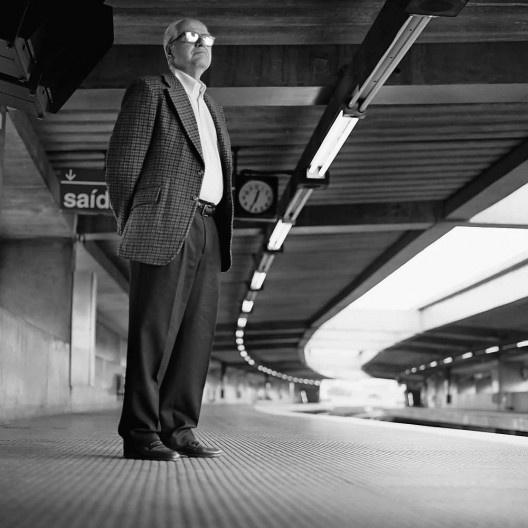 Marcello Fragelli na plataforma da Estação Ponte Pequena, atual Estação Armênia<br />Foto Ana Otonni