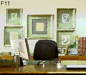 F11 – Nessa figura vê-se uma mesa em madeira e, atrás desta, uma cadeira com espaldar almofadado. Ao fundo, vemos um aparador em madeira, com alguns objetos de decoração. Na parede vemos 5 quadros dispostos simetricamente, estando o maior ao centro