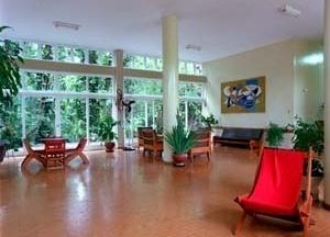 Hotel Cataguases, sala de estar, 1951. Arquitetos Aldary Henrique Toledo e Gilberto Lyra de Lemos, Mobiliário de Joaquim Tenreiro<br />Foto Pedro Lobo  [IPHAN-BH]