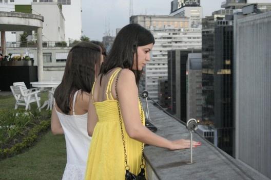 Estagiárias do Vitruvius olhando a paisagem<br />Foto Thomas Bussius