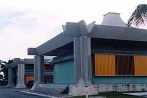 Figura 6 – SUFRAMA, 1971, Manaus. Conjunto formado por módulos estruturais de 15m X 15m, em concreto armado, com desenho de cobertura que auxilia o sistema de ventilação<br />Foto Mirian Keiko Ito Rovo