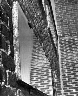 Sigürd Lewerentz, Igreja de São Pedro, Klippan, janela, detalhe [The dilemma of classicism , p. 76]