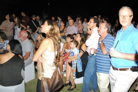 Convidados olhando a projeção; em primeiro plano, José Geraldo Simões<br />Foto Thomas Bussius