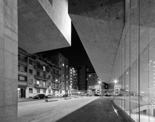 Edifício público e espaço urbano