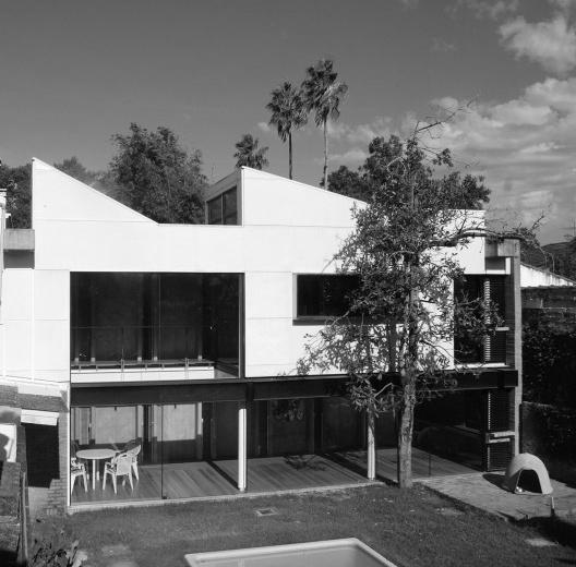 Uma casa, três projetos, cinquenta anos